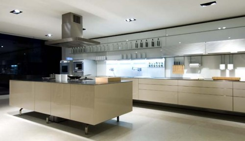 Luxury Minimalist Kitchen Designs in 2012 Trends 500x287 Kitchen Set For Small Houses Tips
