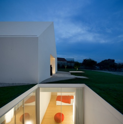 Minimalist Retreat in Portugal House in Leiria 1