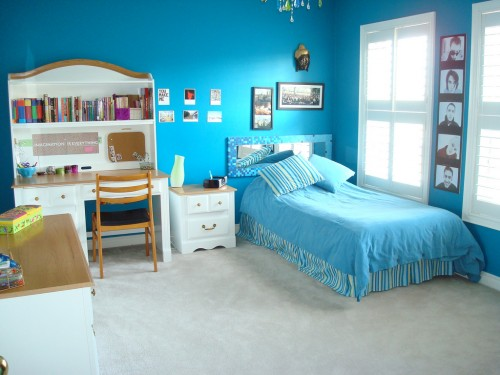 Teen Bedroom With Blue Wall Concept